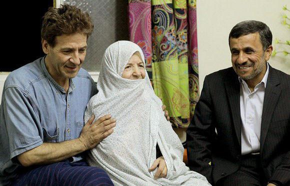 احمدی نژاد در دیدار از ابوالفضل پورعرب و مادر وی