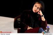 نیکی کریمی در تمرین نمایش «شام با دوستان» به کارگردانی آیدا کیخایی