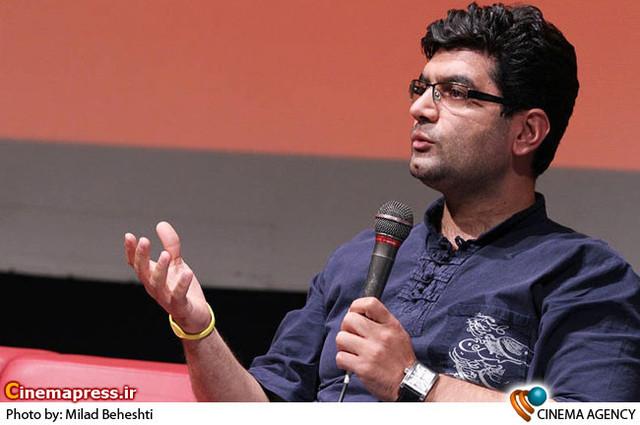 علی عطشانی کارگردان در نشست فیلم سینمایی «تلفن همراه رئیس جمهور » در فرهنگسرای ارسباران