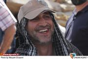 حسین تبریزی کارگردان  در پشت صحنه سریال «بوی باران»