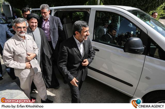 بازدید و مراسم تجليل از دکتر احمدي نژاد در سازمان صدا و سيما