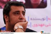 سعید نعمت اله نویسنده در مراسم تقدیر از عوامل مجموعه تلویزیونی «مادرانه»