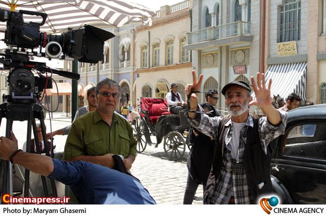 ضیاء الدین دری کارگردان در  پشت صحنه سریال کلاه پهلوی