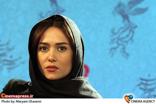 پریناز ایزدیار در نشست خبری فیلم «خط ویژه » در جشنواره فیلم فجر