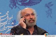 کیانوش عیاری در نشست خبری فیلم «خانه پدری» در جشنواره فیلم فجر