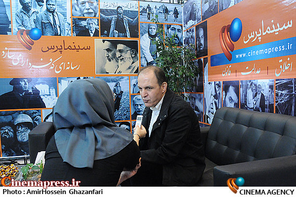 حضور سیدجمال ساداتیان در غرفه سینماپرس در بیستمین نمایشگاه مطبوعات و خبرگزاری ها