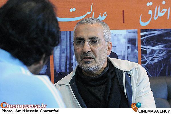 حضور محمد قهرمانی در غرفه سینماپرس در بیستمین نمایشگاه مطبوعات و خبرگزاری ها