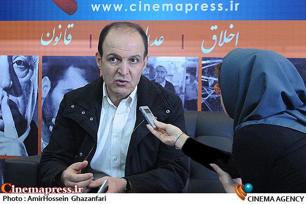 حضور سیدجمال ساداتیان در غرفه در بیستمین نمایشگاه مطبوعات و خبرگزاریها