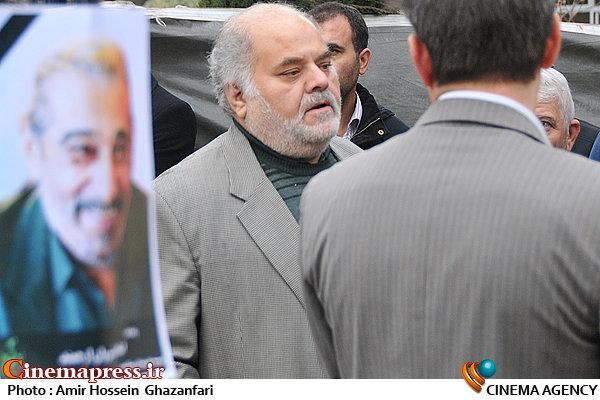 محمد هادی قمیشی در تشییع پیکر مرحوم انوشیروان ارجمند
