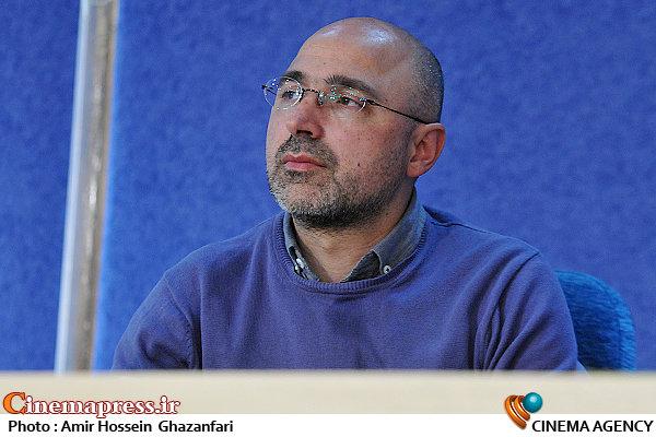 عباس غفاری در نشست خبری سی و سومین جشنواره بینالمللی تئاتر فجر