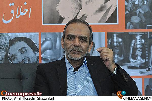 محسن علی اکبری در بیست و یکمین نمایشگاه مطبوعات