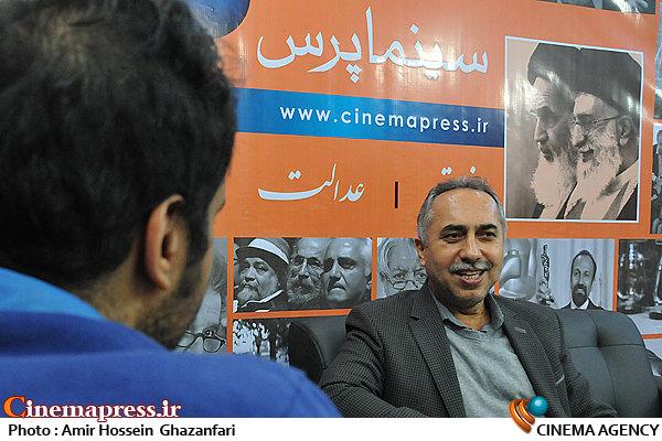حسین مسافر آستانه در بیست و یکمین نمایشگاه مطبوعات