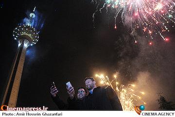 عکس / نورافشانی در برج میلاد (کاخ جشنواره فجر) به مناسبت پیروزی انقلاب اسلامی