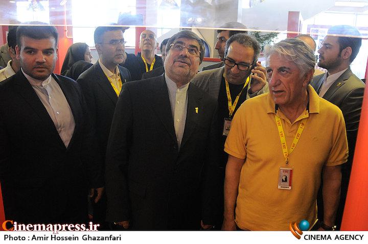 عکس / بازدید وزیر ارشاد از سی و چهارمین جشنواره جهانی فیلم فجر