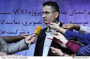 حجت اله ایوبی در جمع خبرنگاران در مراسم امضای تفاهمنامه vod و تهیه کنندگان سینمای ایران
