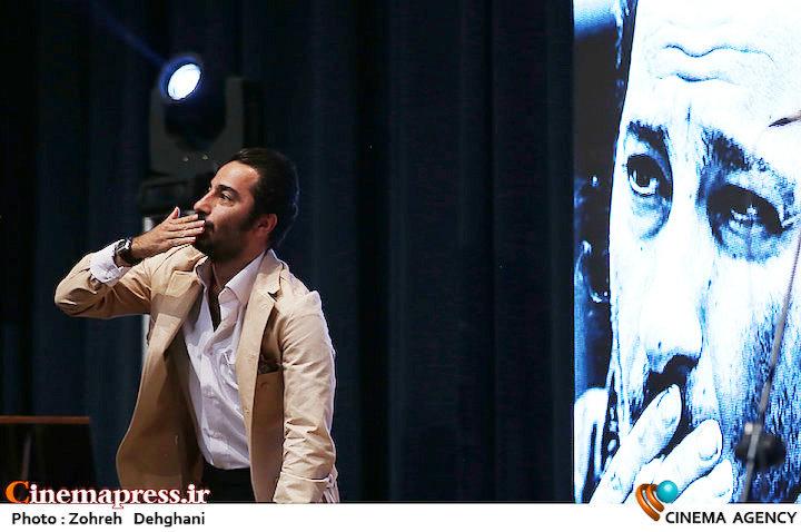 نوید محمدزاده در دهمین جشن انجمن منتقدان و نویسندگان سینمایی ایران