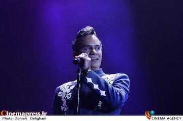 عکس/ کنسرت شهرام شکوهی در سی و دومین جشنواره موسیقی فجر