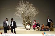 وقتی بی تدبیری برگزار کنندگان جشنواره تئاتر فجر، میدان فرهنگ را برای هجو گویی باز می گذارد/ آیا «درد ایران بی دواست»!؟