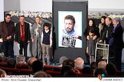 نظر خانواده مرحوم حاتمی درباره پوستر جشنواره فجر در گفتگو با سینماپرس/ واکنشها به پوستری بهتر از سال قبل که هنوز گامی رو به جلو نیست!