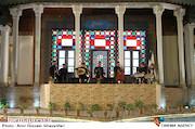 اجرای موسیقی توسط محمد معتمدی در مراسم افتتاحيه ششمين جشنواره بينالمللی فيلم شهر