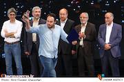 دریافت جایزه توسط محمدحسین مهدویان در اختتامیه ششمین جشنواره بینالمللی فیلم شهر