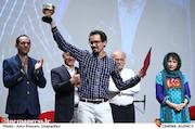 اهدای جام انیمیشین به علی نوری اسکویی در نهمین جشن مستقل سینمای انیمیشن