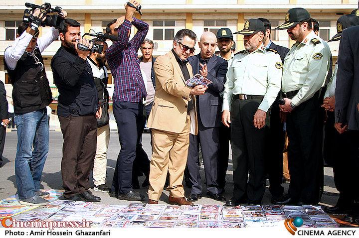 سردار حسین رحیمی در مراسم امحاء سی دی های غیر مجاز