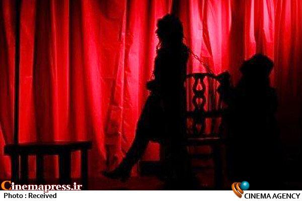 پوشش مبتذل بازیگر زن در تئاتر