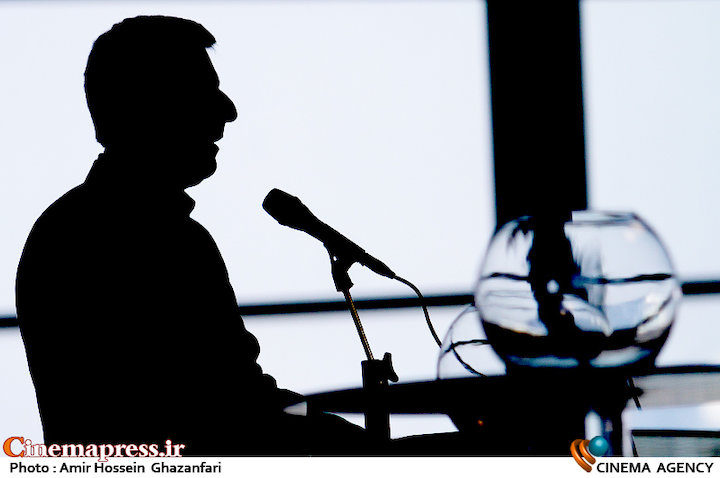 ابراهیم داروغه زاده در مراسم قرعهکشی جدول سینمای رسانهها در سی و ششمین جشنواره فیلم فجر