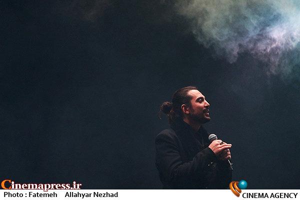 عکس/ کنسرت امیرعباس گلاب در سی و سومین جشنواره موسیقی فجر