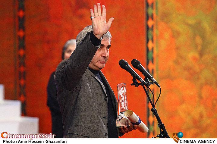 ابراهیم حاتمی کیا در مراسم اختتامیه سی و ششمین جشنواره فیلم فجر