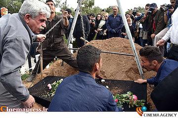 عکس/ مراسم خاکسپاری «لوون هفتوان» بازیگر ارمنی سینمای ایران