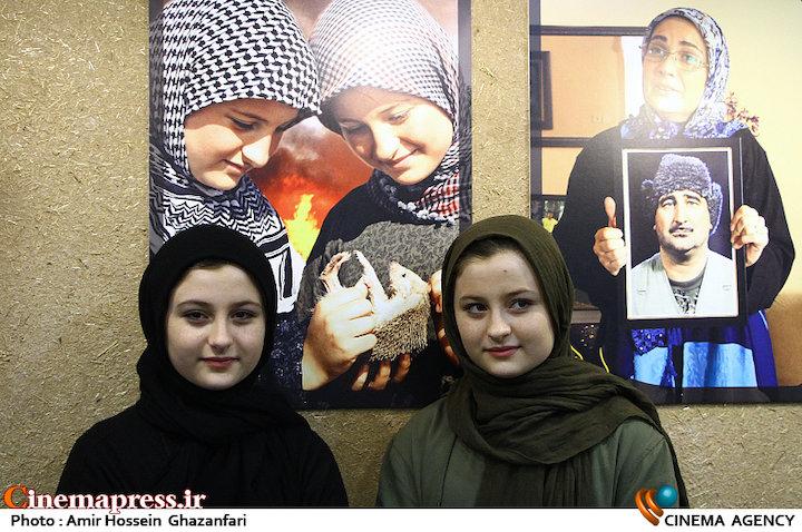 عکس سارا و نیکا فرقانی با دوست پسرهایشان