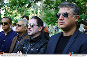محمدرضا عیوضی و خشایار اعتمادی در مراسم تشییع پیکر مرحوم «ناصر چشم آذر»