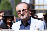 عبدالحسین مختاباد در مراسم تشییع پیکر مرحوم «ناصر چشم آذر»