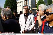 جاوید مجلسی در مراسم تشییع پیکر مرحوم «ناصر چشم آذر»