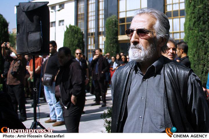 فریدون شهبازیان در مراسم تشییع پیکر مرحوم «ناصر چشم آذر»