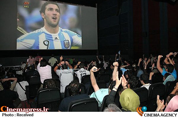 نمایش فوتبال در سینماها