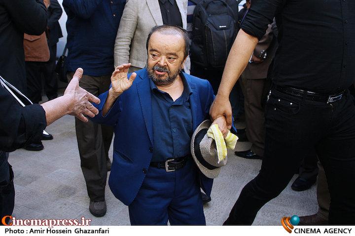 اسدالله یکتا در مراسم تشییع پیکر مرحوم «ناصر ملک مطیعی»