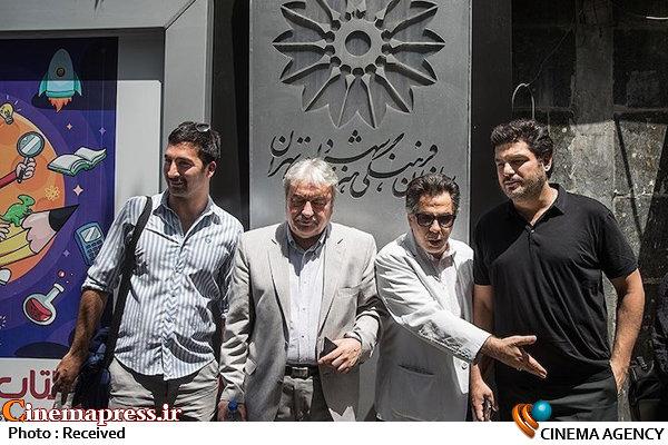 تجمع اعتراضی عوامل فیلم «دشمن زن» مقابل سازمان فرهنگی هنری شهرداری تهران