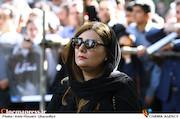 هنگامه قاضیانی در مراسم تشییع مرحوم عزت الله انتظامی