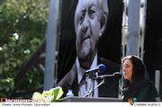فاطمه معتمدآریا در مراسم تشییع مرحوم عزت الله انتظامی