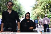 پوران درخشنده در مراسم تشییع مرحوم عزت الله انتظامی