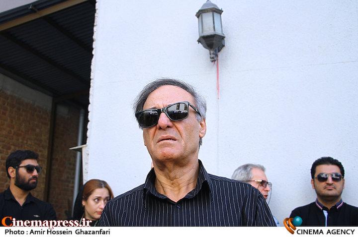 قطب الدین صادقی در مراسم تشییع پیکر مرحوم سید ضیاء الدین دری