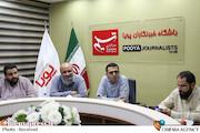 مسعود نجابتی، سیدمحمدرضا میری، حسن روحالامین و امین صافیزاده در میزگرد جشنواره هنر مقاومت