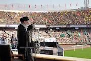 دیدار یکصدهزار بسیجی با فرمانده کل قوا در ورزشگاه آزادی