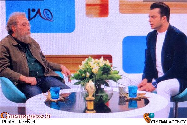 عملکرد غیرحرفهای مجری برنامه «من و شما» در مصاحبه زنده با مسعود فراستی