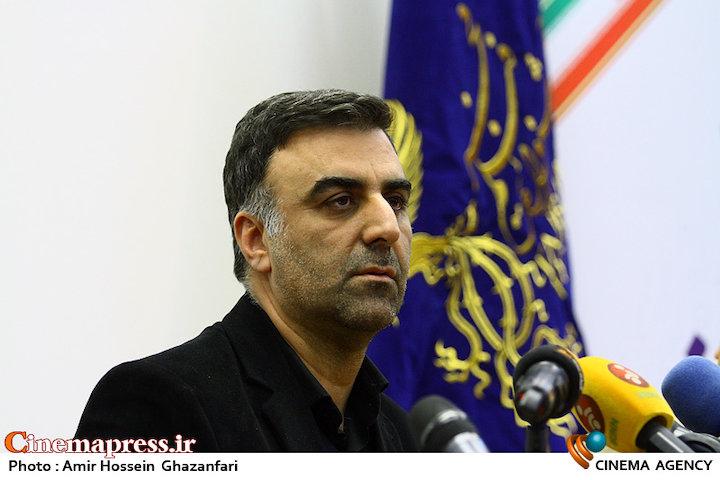 ابراهیم داروغه زاده در مراسم رونمایی از پوستر و اعلام فیلم های بخش سودای سیمرغ سی و هفتمین جشنواره فیلم فجر