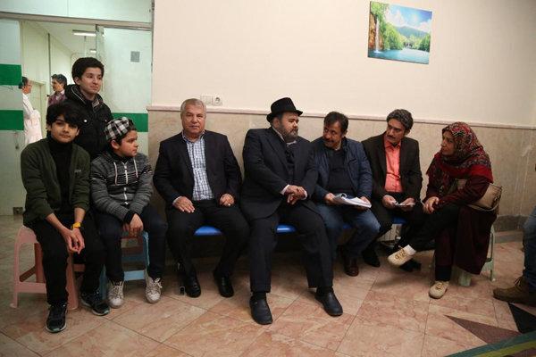 بازدید علی پروین از پشت صحنه «شش قهرمان و نصفی»