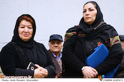 نادره ترکمانی و پوران درخشنده در مراسم تشییع پیکر مرحوم «حبیب کاوش»